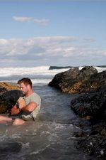 Chris-Hemsworth-sea