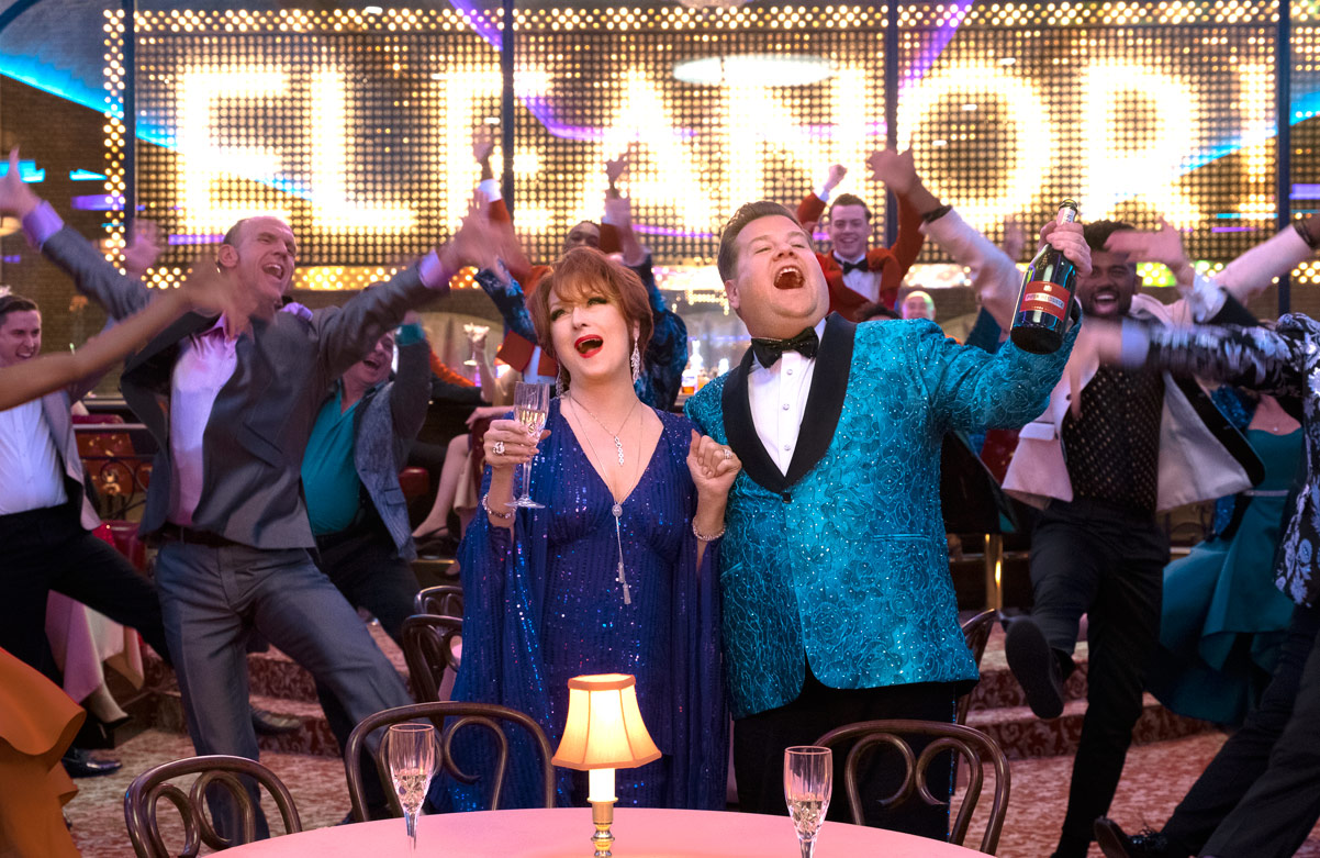 (L to R) MERYL STREEP, JAMES CORDEN in THE PROM. Cr. MELINDA SUE GORDON/NETFLIX © 2020
