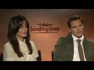 Elizabeth Reaser & Peter Facinelli (The Twilight Saga: Breaking Dawn - Part 1) Interview Video Thumbnail