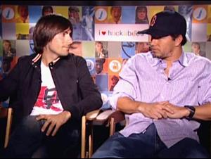 JASON SCHWARTZMAN & MARK WAHLBERG - I HEART HUCKABEES Interview Video Thumbnail