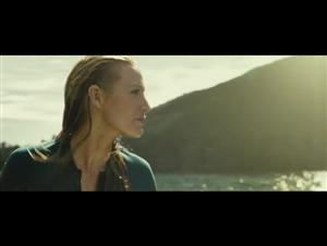 the-shallows-movie-clip---the-attack Video Thumbnail